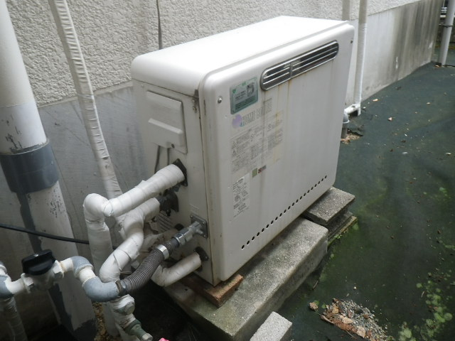 吹田市五月が丘 戸建住宅 ノーリツ20号 エコジョーズ ガス風呂給湯器 取替交換工事施工 日立KZ-205SAPL から GT-C2062SARX BL