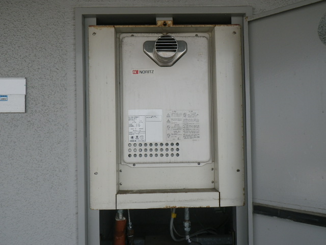 尼崎市久々知 マンション ノーリツ16号ガス給湯器 PS設置型 取替交換工事施工 GQ-1623WE-T から GQ-1639WS-T-1