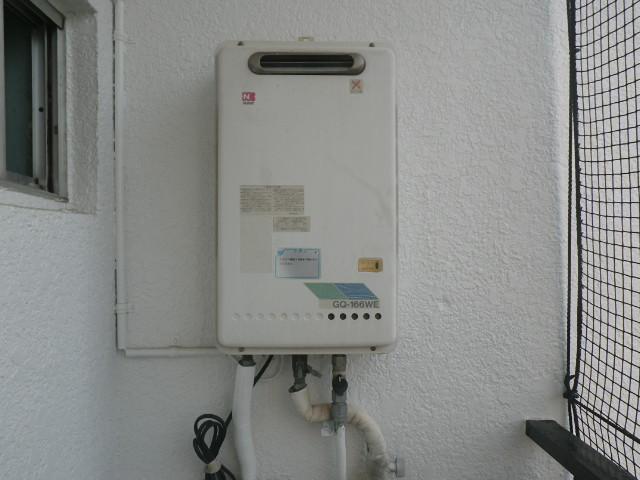 西宮市大谷町マンション ノーリツ16号ガス給湯器 ベランダ設置 取替交換工事施工 GQ-166WE から GQ-1639WS-1