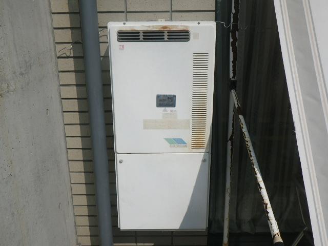 神戸市東灘区森北町 マンション ノーリツ24号ガス給湯器 高温水供給式 ベランダ設置 取替交換工事施工 GQ-241AW から GQ-2427AWX-DX BL