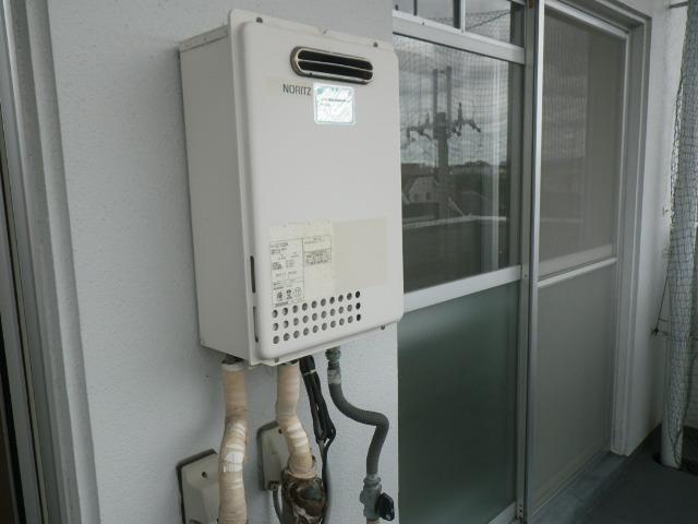伊丹市瑞穂町マンション ノーリツ16号ガス給湯器 取替交換工事施工 GQ-1623WA から GQ-1639WS-1