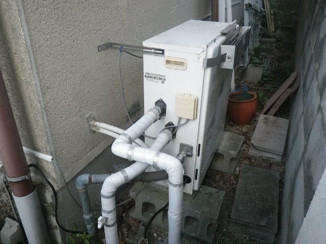 吹田市千里山西 戸建住宅 ノーリツ16号エコジョーズ ガスふろ給湯器 屋外据置型 取替交換工事施工 日立ハウステック KZ-166SAPL から GT-C1662SARX