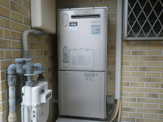 大阪市旭区森小路 戸建住宅 リンナイ 24号エコジョーズ ガス温水暖房付ふろ給湯器 取替交換工事施工 大阪ガス 235-R200 RVD-E2401SAW2-1 から RVD-E2405SAW2-1