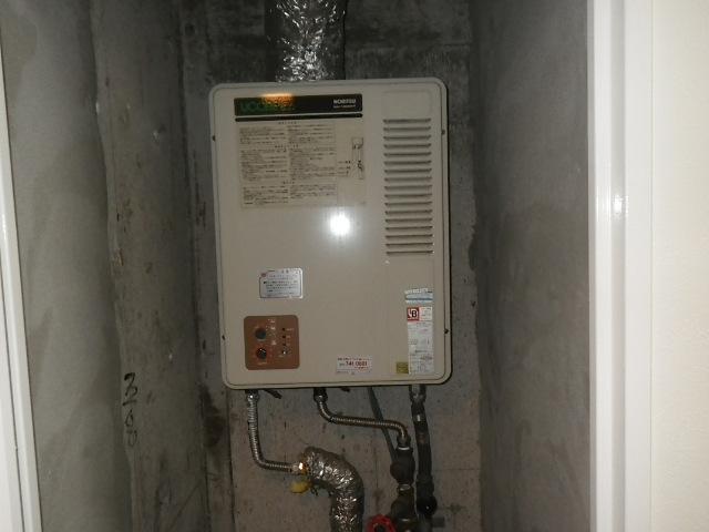神戸市灘区城内通 マンション ノーリツ ガス給湯器 屋内強制排気型 取替交換工事施工 GQ-1300WFA から GQ-1367WSD-F-1