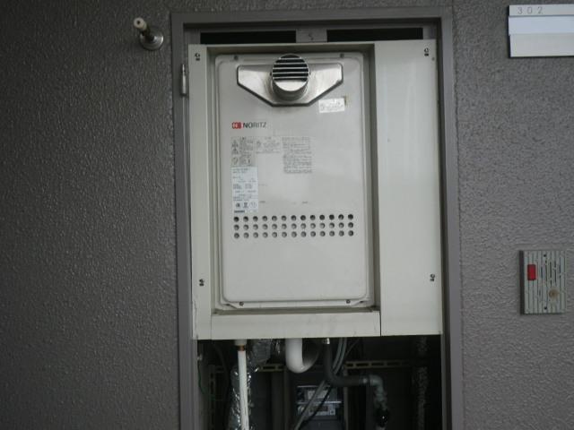尼崎市三反田町マンション ノーリツ16号ガス給湯器 高温水供給式 取替交換工事施工 GQ-1613AW-T から GQ-1627AWX-T-DX BL