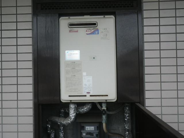 尼崎市杭瀬南新町マンション リンナイ16号ガス給湯器 取替交換工事施工 RUX-1616W-E から RUX-A1615W-E