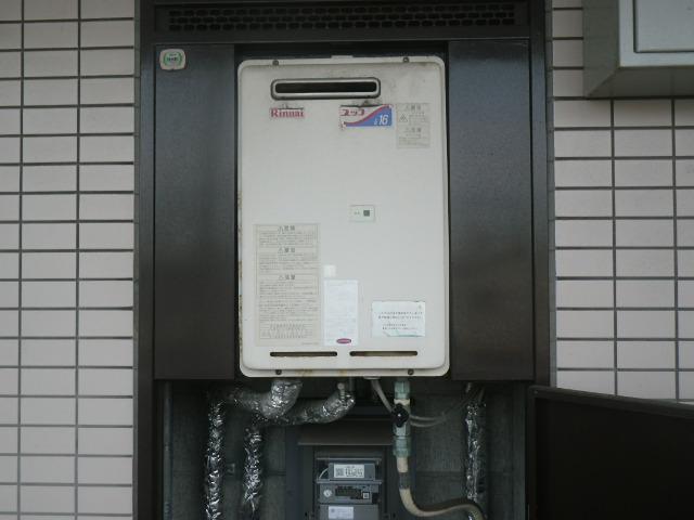 尼崎市杭瀬南新町マンション リンナイ16号ガス給湯器 取替交換工事施工 PS設置 RUX-1616W-E から RUX-A1615W-E