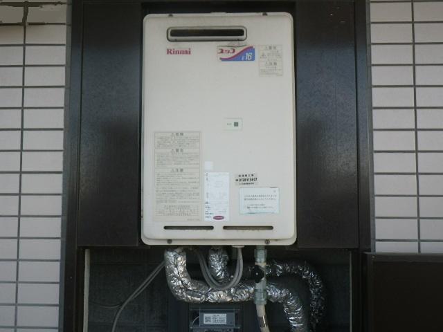 尼崎市杭瀬南新町マンション リンナイ16号ガス給湯器 PS標準設置 取替交換工事施工 RUX-1616W-E から RUX-A1615W-E