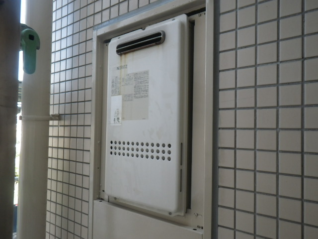 西宮市結善町マンション ノーリツ16号ガス給湯器 取替交換工事施工 PS標準設置 GQ-1612WE から GQ-1639WS-1