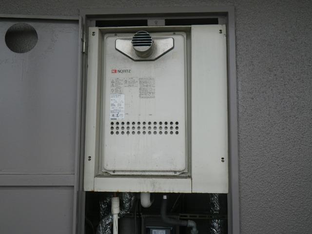 尼崎市東難波町マンション ノーリツ16号ガス給湯器 高温水供給式 PS扉内設置型 取替交換工事施工 GQ-163AW-T から GQ-1627AWX-T-DX BL