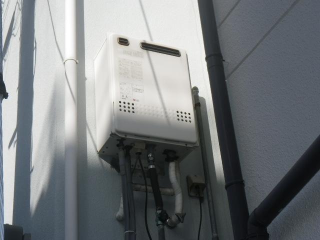 大阪府茨木市星見町 ノーリツ20号ガスふろ給湯器 取替交換工事施工 2階カベ設置 取替交換工事施工 日立ハウステック WZ-205SAL から GT-2060SAWX BL