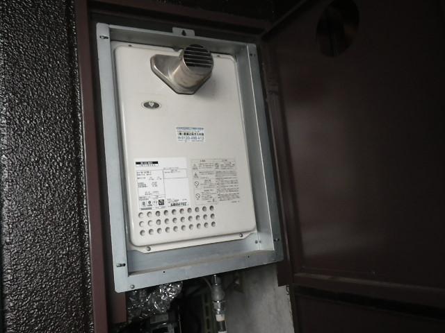 伊丹市千僧 マンション ノーリツ16号ガス給湯器 PS扉内設置 取替交換工事施工 大阪ガス133-N822 GQ-1637WS-C から GQ-1639WS-T-1