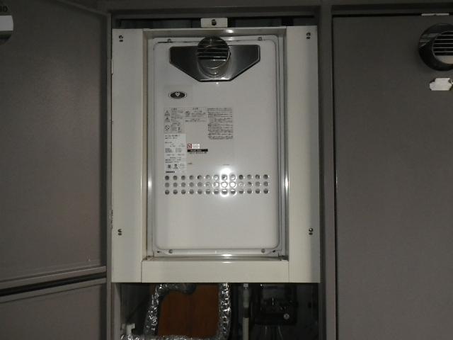 伊丹市北野 マンション ノーリツ16号ガス給湯器 取替交換工事施工 大阪ガス GQ-1612WE-T から GQ-1639WS-T-1