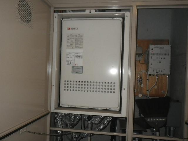 伊丹市千僧 マンション ノーリツ 24号ガスふろ給湯器 上方排気 取替交換工事施工 GT-2427AWX-H から GT-2460AWX-H-1 BL