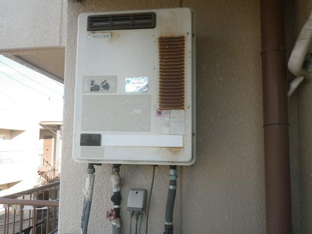 神戸市東灘区深江南町マンション ノーリツ16号ガス給湯器 取替交換工事施工 TOTO RGH1600NB から GQ-1639WS-1