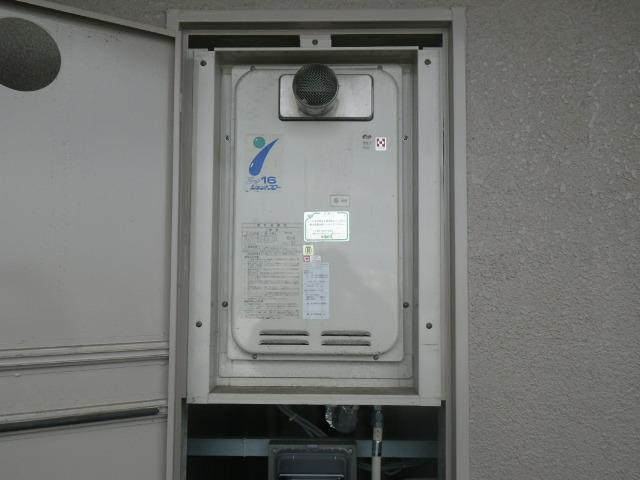 尼崎市西難波町マンション ノーリツ16号ガス給湯器 高温水供給式 取替交換工事施工 ハーマン YV1631RG から GQ-1627AWX-T-DX BL