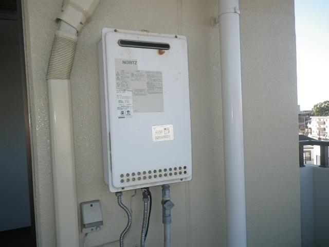 芦屋市春日町マンション ノーリツ16号ガス給湯器 取替交換工事施工 GQ-1612WE から GQ-1639WS-1