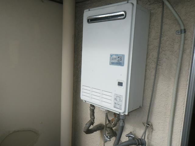 尼崎市武庫町マンション ノーリツ16号ガス給湯器 取替交換工事施工 TOTO RGH16CF6-S から GQ-1639WS-1
