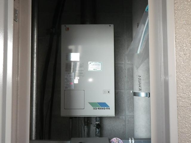 尼崎市富松町マンション ノーリツ16号ガス給湯器 屋内設置 強制給排気 取替交換工事施工 GQ-166WS-FFA から GQ-1637WS-FFA