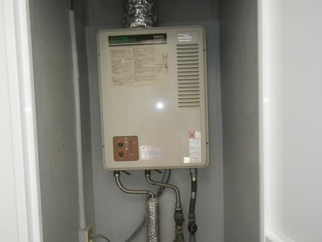 神戸市東灘区岡本マンション ノーリツ16号ガス給湯器 屋内設置型 取替交換工事施工 GQ-1300WFA から GQ-1637WSD-F-1