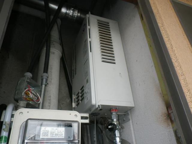 兵庫県尼崎市道意町マンション ノーリツ ガス給湯器 屋内設置型 強制給排気 取替交換工事施工 パーパス TP-WO164F-1 から GQ-1637WS-FFA