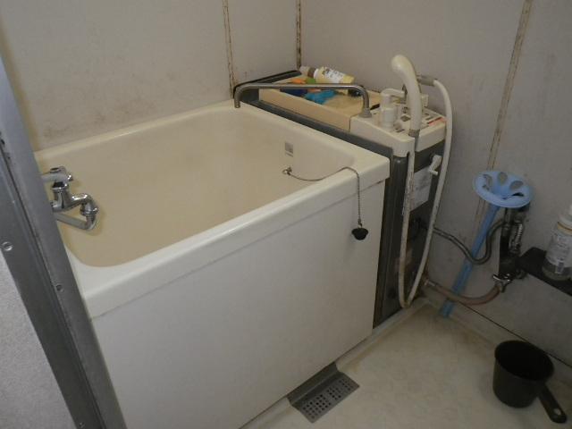 神戸市須磨区南落合ハイツ ハウステック16号カベピタパックイン 1100サイズ浅型浴槽取替工事 ノーリツバランス釜GBSQ-612 から WF-1613AT