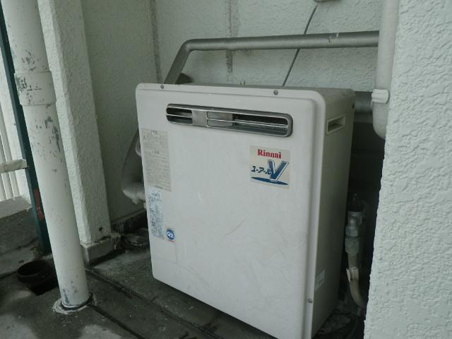神戸市垂水区五色山マンション ノーリツ16号 エコジョーズ ガスふろ給湯器 据置型2つ穴 取替交換工事施工 リンナイ RFS-V1615 から GRQ-C1662SAX BL