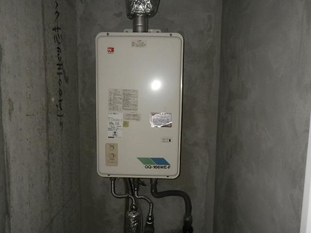 西宮市今津曙町マンション ノーリツ16号ガス給湯器 屋内設置型 強制排気 取替交換工事施工 GQ-166WE-F-1 から GQ-1637WSD-F-1