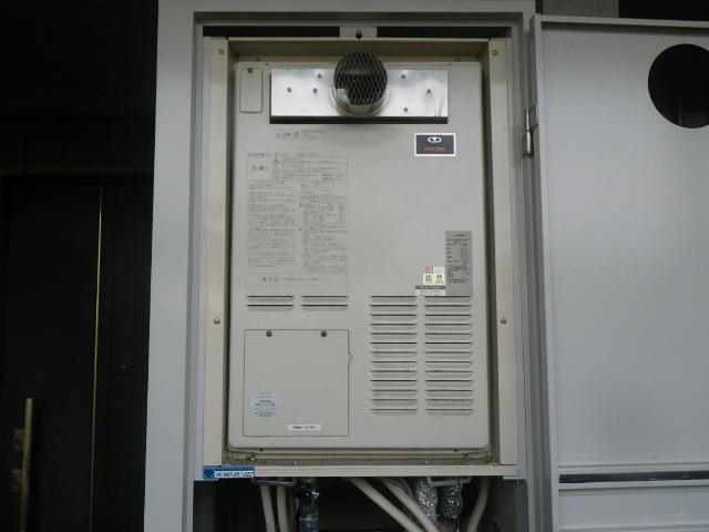 西宮市北名次町マンション リンナイ 24号 ガス暖房機能付ふろ給湯器 取替交換工事施工 大阪ガス44-246 AT-368RSA-AW3Q-C から RUFH-A2400AT2-3
