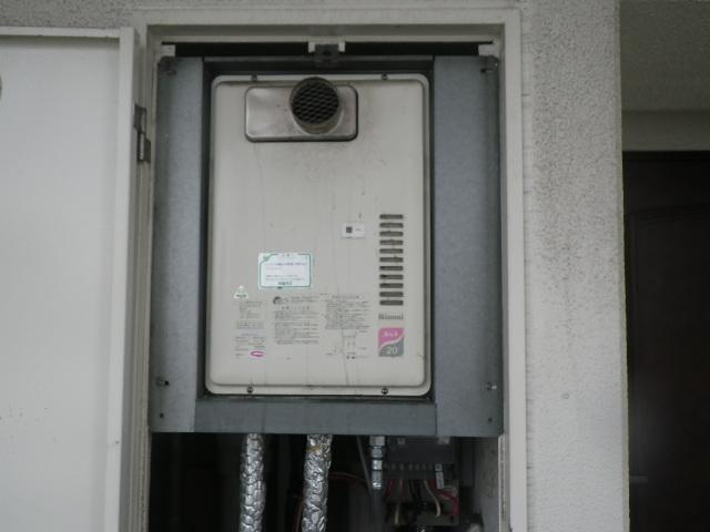 尼崎市潮江マンション リンナイ20号ガス給湯器 取替交換工事施工 RUX-2000PSOT-E から RUX-A2016T-E