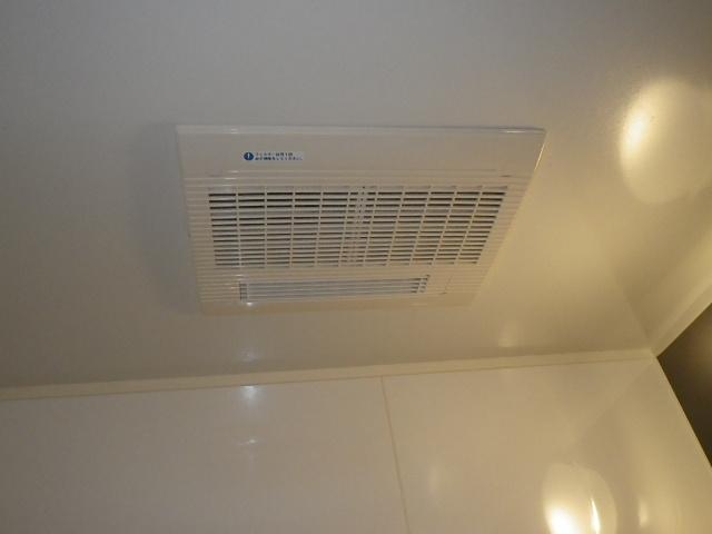 枚方市長尾元町マンション マックス浴室暖房乾燥機 取替交換工事施工 BS-103HMD-WT から BS-133HM