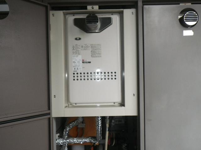 神戸市東灘区住吉東町マンション ノーリツ16号ガス給湯器 取替交換工事施工 大阪ガス GQ-1612WE-T から GQ-139WE-T-1