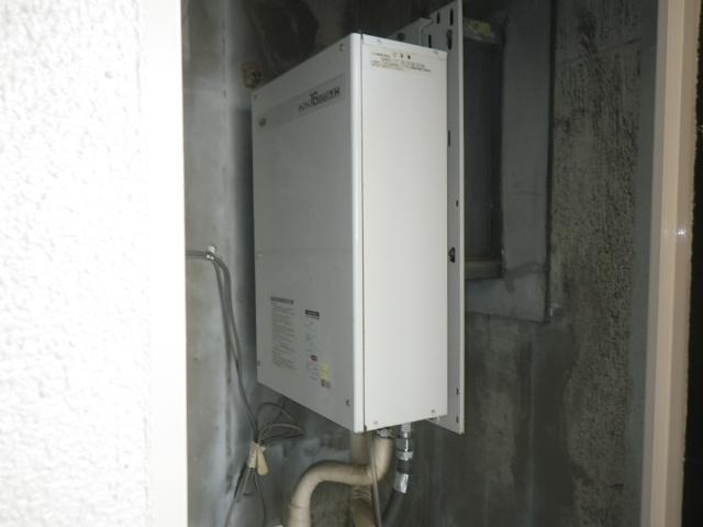 西宮市江上町マンション ノーリツ16号ガス給湯器 屋内設置型強制給排気 取替交換工事施工 大阪ガス 33-406 YS1622FMH から GQ-1637WS-FFB