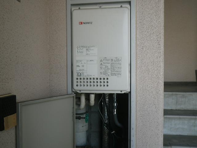 尼崎市西難波町マンション ノーリツ16号ガス給湯器 後方排気 取替交換工事施工 GQ-1637WS-TB から GQ-1639WS-TB-1