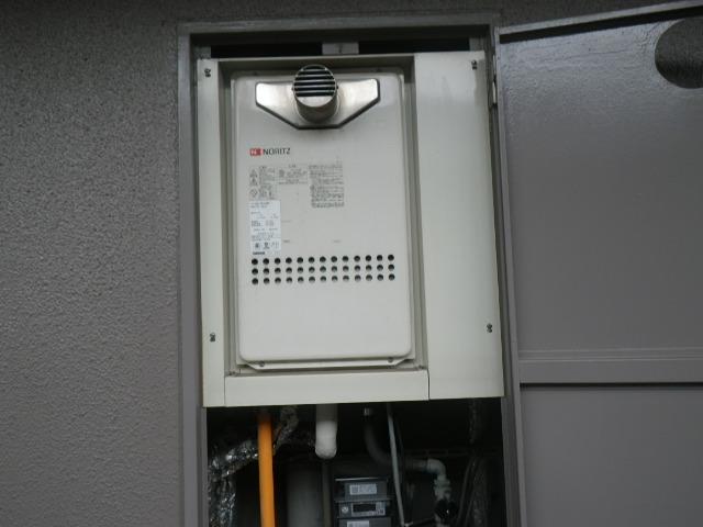 尼崎市三反田町 マンション ノーリツ 16号 ガス給湯器 高温水供給式 取替交換工事施工 GQ-1613AW-T から GQ-1627AWX-T-DX BL