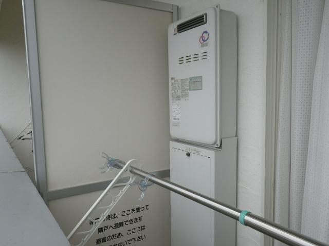 西宮市甲子園口 マンション リンナイ 20号 ガス給湯器 高温水供給式 取替交換工事施工 パーパス TP-SQ204AR-1 から RUJ-A2010W