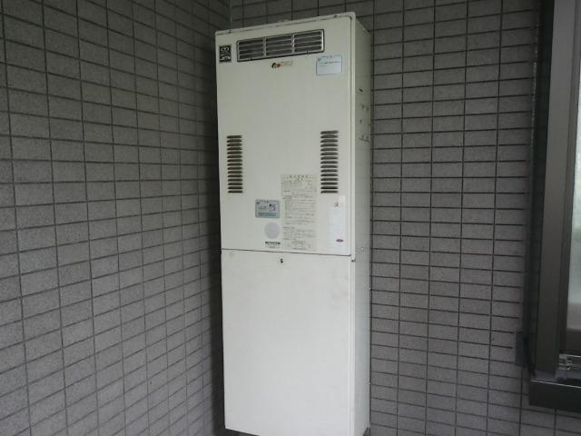 西宮市甲子園口マンション ノーリツ24号ガス給湯器 高温水供給式 取替交換工事施工 大阪ガス 44-625 YG2401RJ から GQ-2427AWX-DX BL