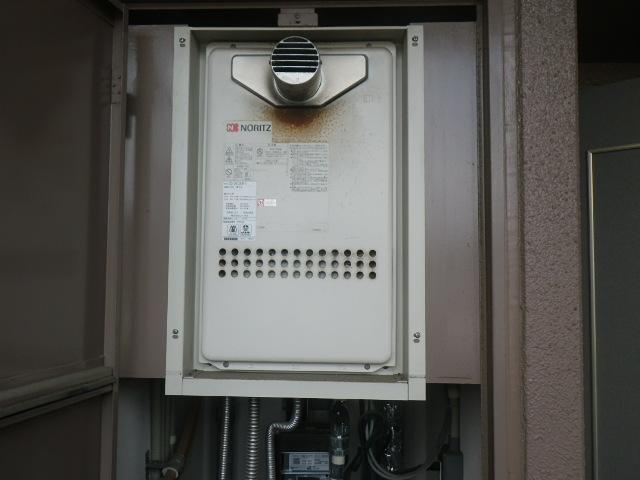 尼崎市西難波町マンション ノーリツ20号ガス給湯器 取替交換工事施工 GQ-2013AW-T  から GQ-2027AWX-T-DX BL