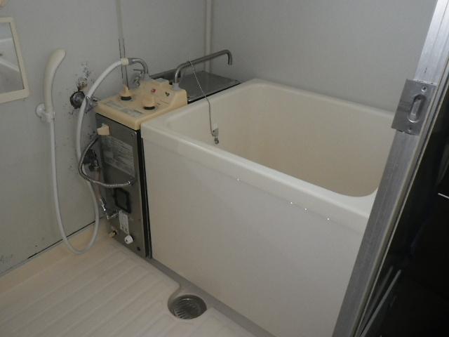 尼崎市富松町マンション ノーリツシャワー付きバランス釜 から リンナイ ホールインワン 浅型浴槽 取替交換工事施工GBSQ-603S から  RUX-HV161-E