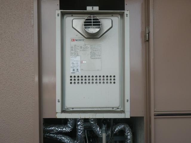 西宮市上ヶ原 マンション ノーリツ24号ガス給湯器 高温水供給式 取替交換工事施工 GQ-2413AW-T から GQ-2427AWX-T-DX BL