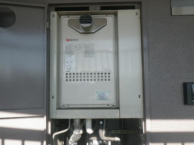 西宮市甲子園マンション ノーリツ16号ガス給湯器 高温水供給式 取替交換工事施工 GQ-1613AW-T から GQ-1627AWX-T-DX BL