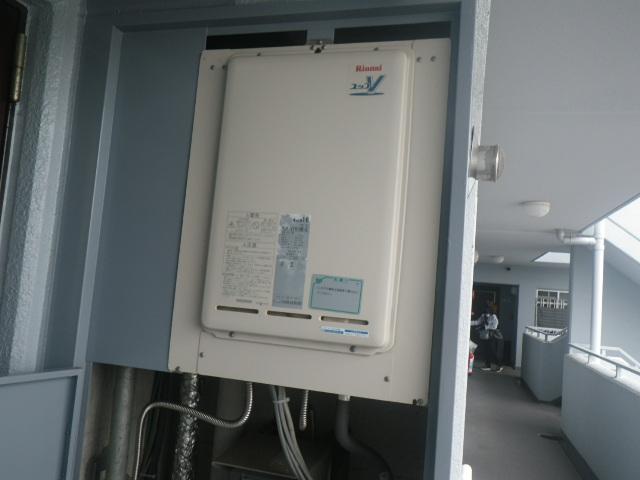 尼崎市西昆陽マンション リンナイ 16号ガス給湯器 取替交換工事施工 RUX-V1611B-E から RUX-A1616B-E