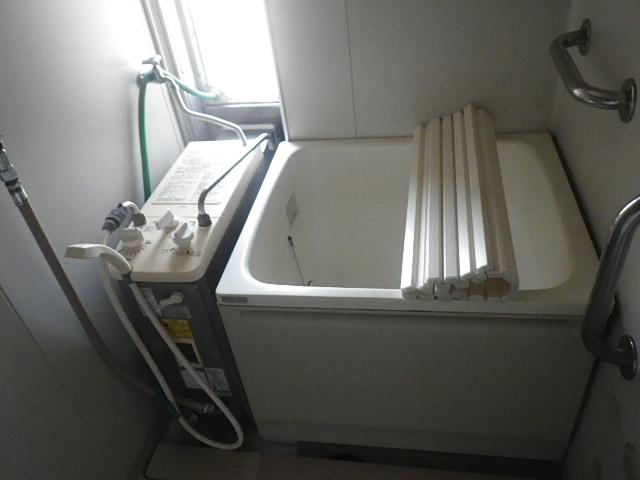 神戸市垂水区本多聞団地 ハウステック カベピタパックイン 浅型浴槽 取替交換工事施工 ノーリツ シャワー付きバランス釜 から WF-806SA