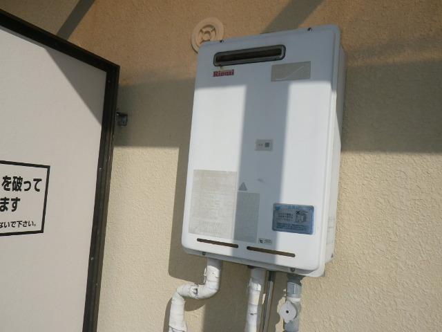 尼崎市富松町マンション リンナイ16号ガス給湯器 取替交換工事施工 RUX-1616W から RUX-A1616W-E