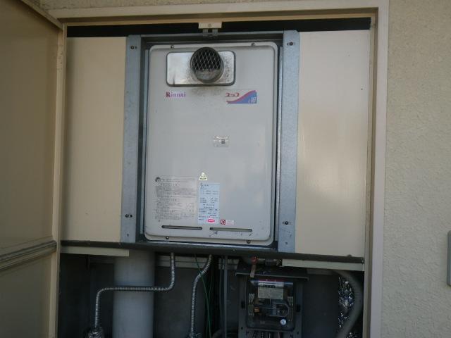 尼崎市富松町マンション リンナイ16号ガス給湯器 取替交換工事施工 RUX-1616T から RUX-A1616T-E