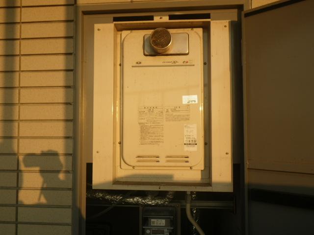 尼崎市久々知 マンション ノーリツ16号ガス給湯器 高温水供給式 取替交換工事施工 大阪ガス131-8082A から GQ-1627AWX-T-DX BL