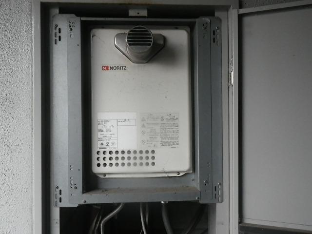 尼崎市久々知西町マンション ノーリツ16号ガス給湯器 取替交換工事施工 GQ-1623WA-T から GQ-1639WS-T-1