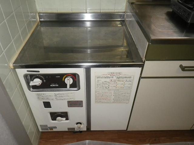 神戸市兵庫区塚本通マンション ノーリツ16号コンロ台型給湯器 取替交換工事施工 GBG-13 から GBG-1610D