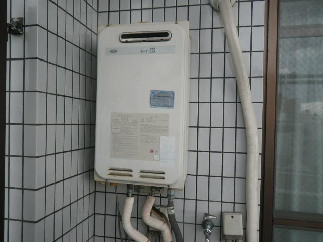 西宮市染殿町マンション ノーリツ16号ガス給湯器 取替交換工事施工 大阪ガス 133-4000 YS1643RR から GQ-1639WS-1