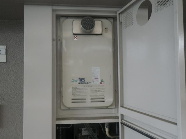 尼崎市杭瀬南新町 マンション ノーリツ16号ガス給湯器 高温水供給式 取替交換工事施工 ハーマンYV1621RG から GQ-1627AWX-T-DX BL